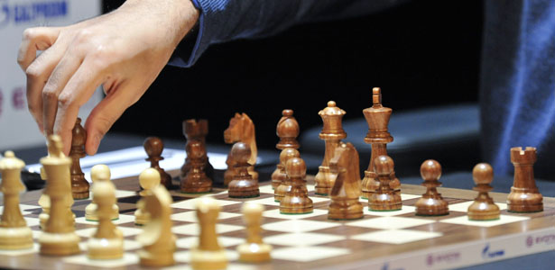Defending Chess World Champion Viswanathan Anand of India moves one of his bishops during the 10th game against his Russian challenger Vladimir Kramnik at the Chess World Championships in Bonn October 27, 2008.         REUTERS/Wolfgang Rattay    (GERMANY)